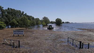 Emergencia en cuatro provincias por la inundaci�n y los incendios