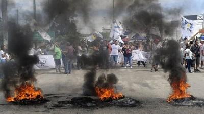 Un camionero embisti� y mat� a un manifestante que cortaba la ruta en el acceso a la ciudad de San L...